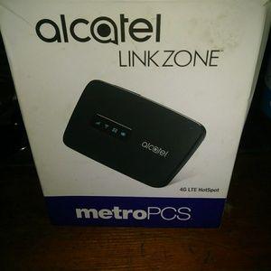 Alcatel linkzone hot spot , metro by T moble